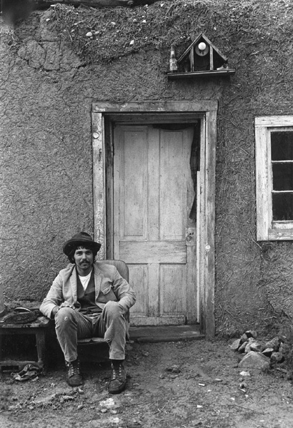 Alan siting infront of abode, El Rito. In Shelter Book.